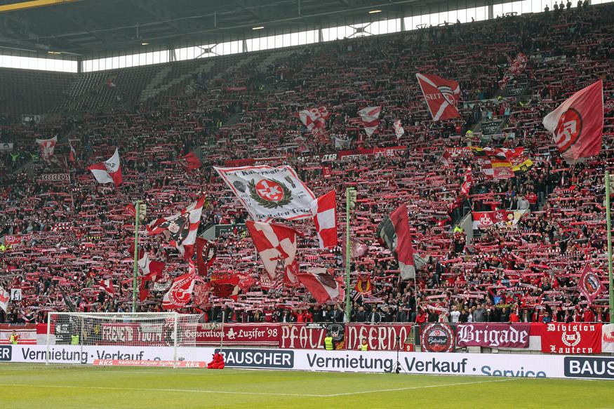 Die Westkurve im Fritz-Walter-Stadion