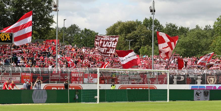 FCK-Fans im Preußenstadion