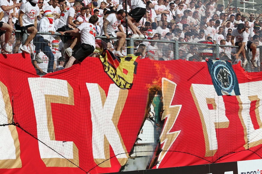 Der Gästeblock beim Pokalspiel gegen Mainz