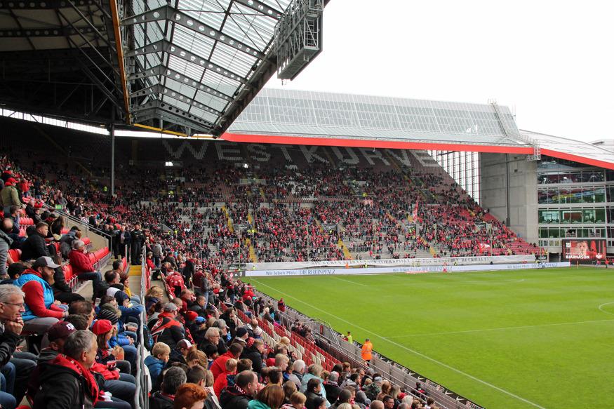 Fan-Protest im Fritz-Walter-Stadion: Große Lücken in der Westkurve