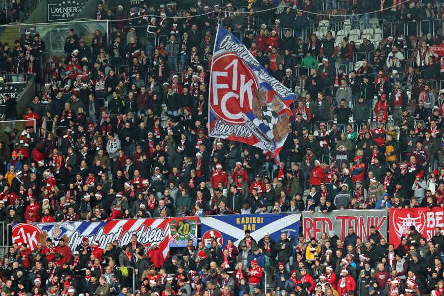Unterstützung in Block 8.2: Fans aus Kilmarnock