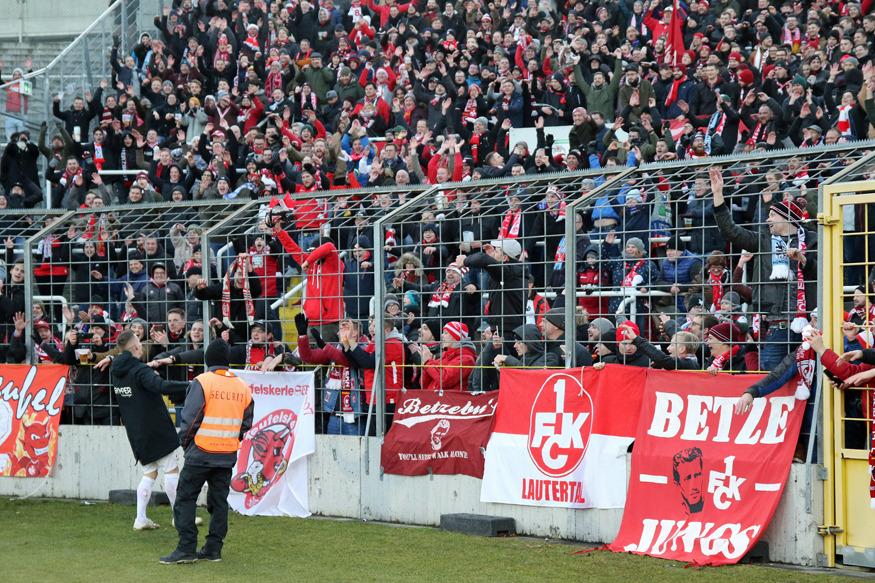 Florian Pick nach dem Spiel vorm Gästeblock