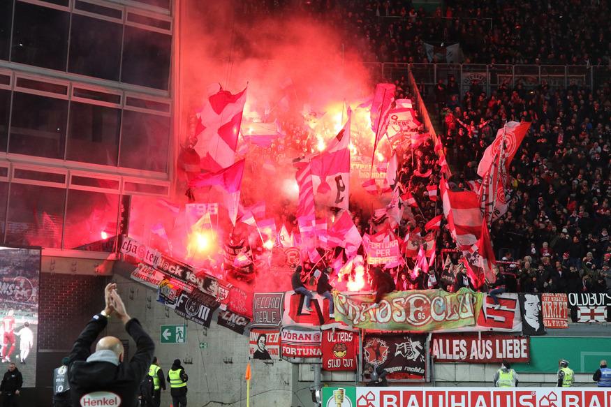Rund 4.000 Fans aus Düsseldorf begleiteten ihr Team nach Kaiserslautern